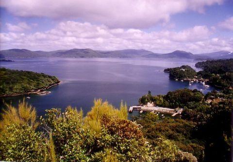 スチュアート島(Halfmoon Bay?)
