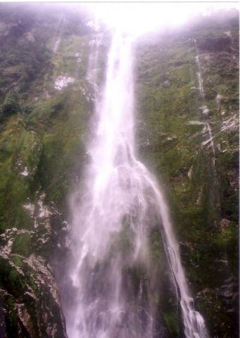 フィヨルドと滝